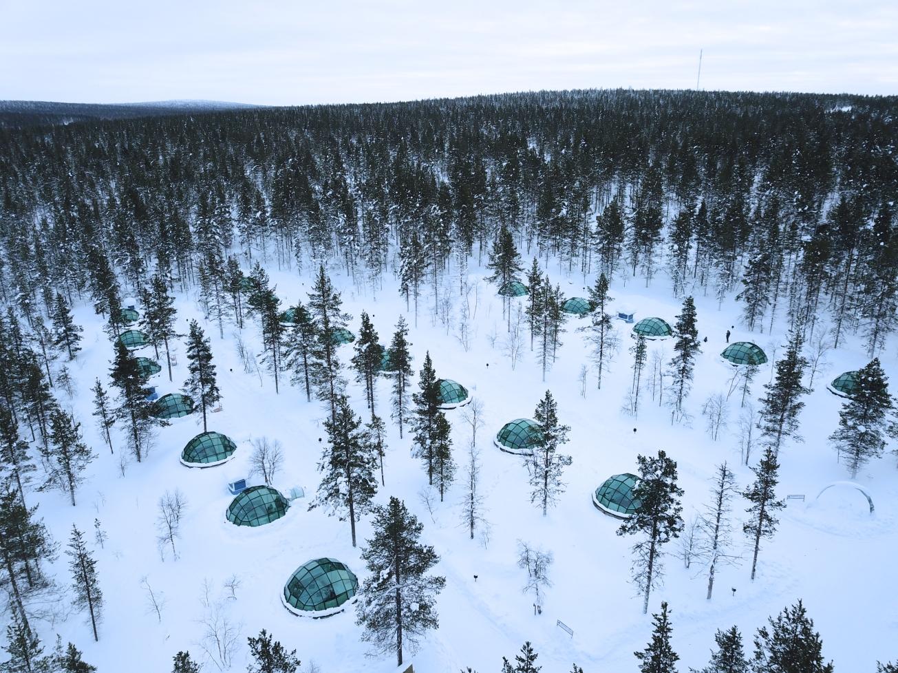 Kakslauttanen_arctic_resort_1